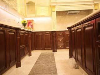 Nội thất bếp dát vàng biệt thự Tân Phú Nội thất Thành Nam KitchenCabinets & shelves Gỗ Amber/Gold