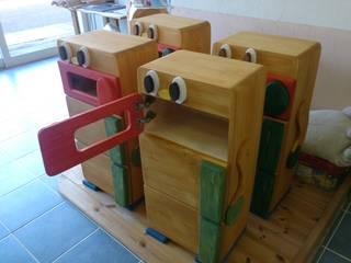 モルタル造形、木製遊具: 株式会社Omnibusが手掛けた折衷的なです。,オリジナル