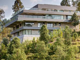 Private Residence | Sitla | Uttarakhand Modern houses by Studio BluOra Modern