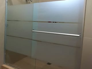 AR ALUMINIO & CRISTAL Modern bathroom Glass