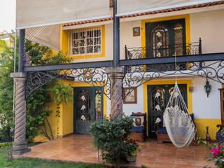 emARTquitectura Arte y Diseño Balkon, Beranda & Teras Gaya Eklektik