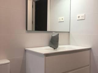 Minimalist style bathroom by ESTUDIO FRANCIA INTERIORISMO Minimalist