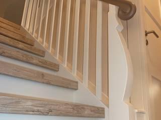 Wangen und Geländer schleifen und lackiern von Treppenrenovierung Landhaus
