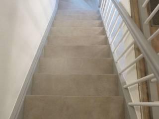 Wangen und Geländer schleifen und lackiern von Treppenrenovierung