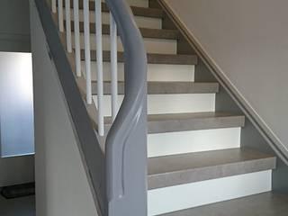 Wangen und Geländer schleifen und lackiern Moderner Flur, Diele & Treppenhaus von Treppenrenovierung Modern