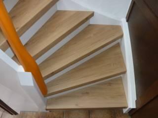 Treppenrenovierung mit Renovierungsstufen Skandinavischer Flur, Diele & Treppenhaus von Treppenrenovierung Skandinavisch