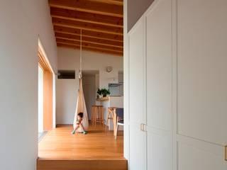 Hành lang, sảnh & cầu thang phong cách Bắc Âu bởi 松原建築計画 一級建築士事務所 / Matsubara Architect Design Office Bắc Âu
