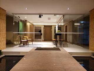 Revisite Koridor & Tangga Modern Kayu Amber/Gold