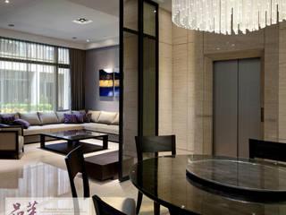 【冬暖夏涼的餐桌:木皮+玻璃】: 亞洲  by 品茉空間設計(夏川設計), 日式風、東方風