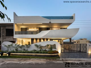 CONTEMPORARY ABODE BY SPACE RACE ARCHITECTS Minimalist houses by SPACE RACE ARCHITECTS Minimalist