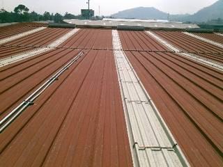 GRUPO MEVA CONSTRUCCION, S.A DE C.V. Terrazas en el techo Metal Rojo