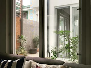 Modern living room by OASIS Design Studio Modern