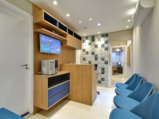 Consultório Médico Dr. Gustavo Vinent Clínicas modernas por AVR Studio Arquitetura Moderno