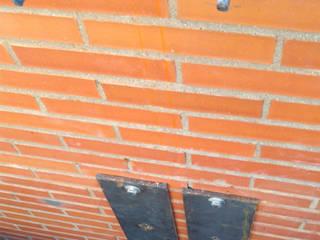 Rehabilitación en Fachada - Junta de dilatación con Refuerzo Estructural Casas de estilo clásico de Reformark Clásico