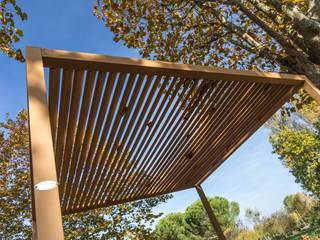 Pergolati in legno composito Sogimi spa Negozi & Locali commerciali in stile classico Legno composito Marrone