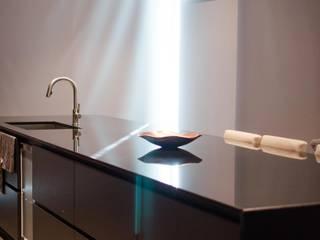 Proyecto de iluminación 997 Cocinas de estilo minimalista de LUMSTOCK SRL Minimalista