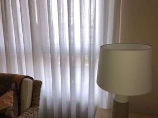 Cortinas en tejido Harris Lino Salones de estilo clásico de Aroa Proyecto XXI Clásico