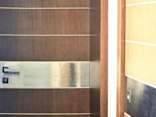 Dhruva Samal & Associates Minimalist style doors