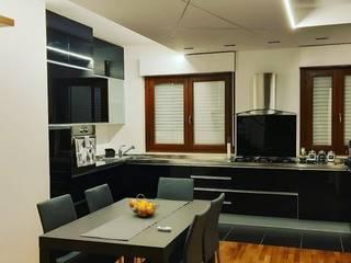 Ristrutturazione Cucina moderna di Di Gennaro Illuminazione e Impianti Elettrici Moderno