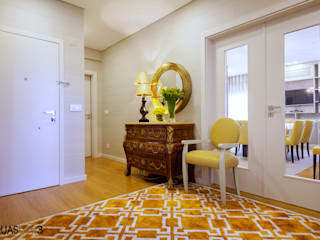 Pasillos, vestíbulos y escaleras de estilo moderno de ÀS DUAS POR TRÊS Moderno