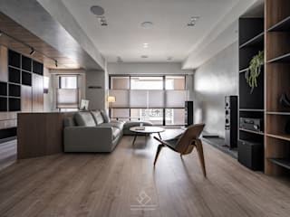 Salones de estilo moderno de 極簡室內設計 Simple Design Studio Moderno