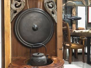 家俱、傢飾、工藝、文創品設計開發場域,鑑賞、品味、交流。 游戲翰墨 玄關、走廊與階梯配件與裝飾品 實木 Wood effect