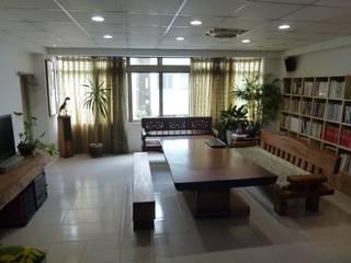 家俱、傢飾、工藝、文創品設計開發場域,鑑賞、品味、交流。 游戲翰墨 客廳凳子與椅子 實木 Wood effect