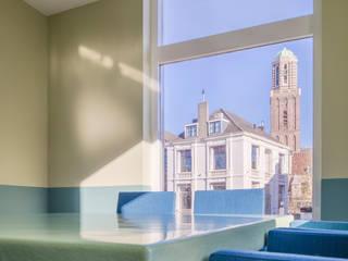 Zicht op de Zwolse Peperbus Moderne kantoorgebouwen van ÈMCÉ interior architecture Modern