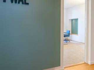 Entree hal Moderne kantoor- & winkelruimten van ÈMCÉ interior architecture Modern