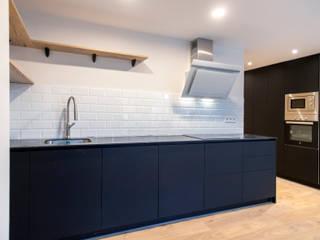 Grupo Inventia Cocinas equipadas Compuestos de madera y plástico Negro
