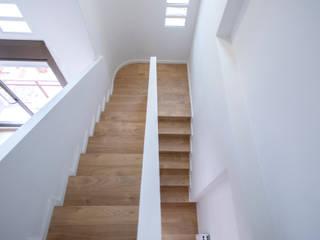 Grupo Inventia Escaleras Madera Acabado en madera