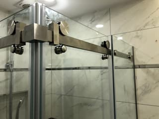 EOY İNŞ MADENCİLİK SAN. VE DIŞ TİC.LTD.ŞTİ – 304 Kalite Paslanmaz Çelik, 8mm Şeffaf temperli duşakabin.: modern tarz , Modern