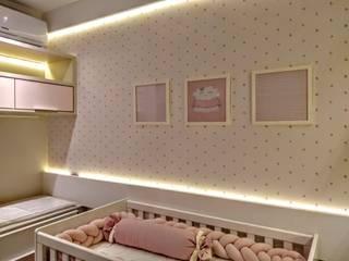 Modern living room by Adriana Baccari Projetos de Interiores Modern