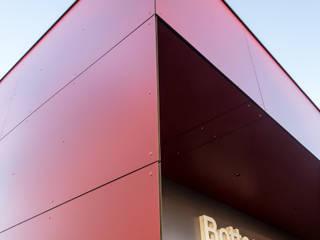 TRESPA METEON, pannello HPL per facciate ventilate, balconi, schermature solari, rivestimenti esterni. Sogimi spa Negozi & Locali Commerciali Rosso