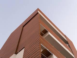 TRESPA METEON, pannello HPL per facciate ventilate, balconi, schermature solari, rivestimenti esterni. Sogimi spa Condominio Marrone