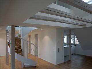 Dachgeschossausbau Moderne Wohnzimmer von schott architekten Modern