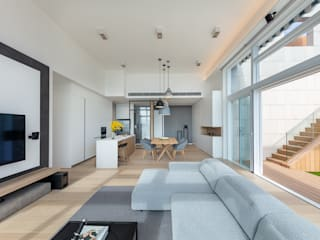A Mid-Summer Penthouse - Fo Tan, Hong Kong Minimalist living room by Grande Interior Design Minimalist