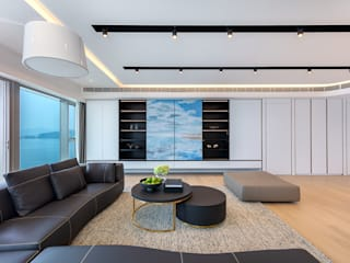 A Modern-Classic Design with a 720° Sea View - Mayfair By The Sea, Hong Kong Classic style living room by Grande Interior Design Classic