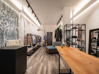 Showroom abbigliamento - Renè Moda Uomo - Udine Negozi & Locali commerciali in stile minimalista di Roberto Pedi Fotografo Minimalista