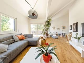 Vitalhaus Starnberg Moderne Wohnzimmer von Regnauer Hausbau Modern