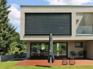 Neubau Einfamilienhaus Urbach Moderner Balkon, Veranda & Terrasse von Kurz Architekten GmbH Modern