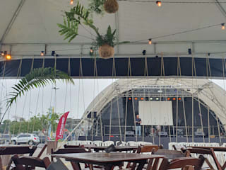 Studio Persia Interiores Tropical style event venues