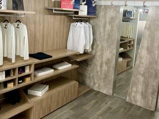 La Central Cocinas Integrales S.A de C.V Corridor, hallway & stairsStorage Wood effect