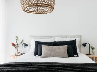 Dormitorios de estilo rústico de Arkstudio Rústico