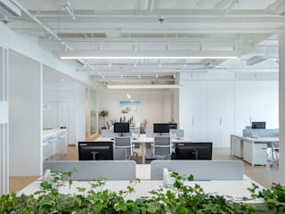 Minimalist offices & stores by Grande Interior Design Minimalist