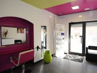 R.81 Capelli Negozi & Locali commerciali moderni di viemme61 Moderno