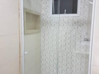 Retirada e instalação de revestimentos e revestimento 3D, pisos e nicho PD Reforme&Decore Banheiros modernos Cerâmica Branco