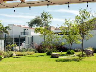 Boceto Arquitectos Paisajistas Modern style gardens