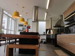 Espaço Gourmet FERNANDA SALLES ARQUITETURA Varandas, alpendres e terraços tropicais