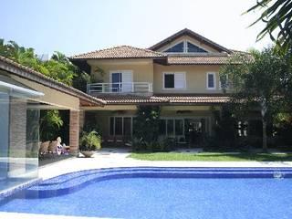 Casa Urbana FERNANDA SALLES ARQUITETURA Casas modernas